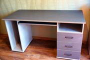 Компьютерный стол с ящиками.Новый!